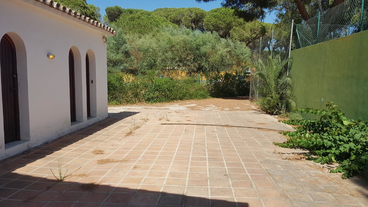 Commercial for sale in Elviria – R3705395