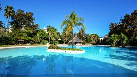 Atico de 4 dormitorios en venta en Guadalmina Baja – R3064252 en