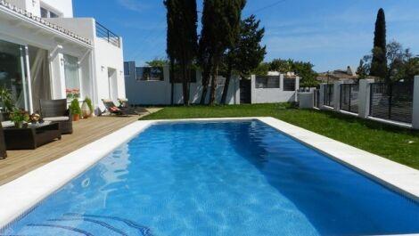 Villa de 5 dormitorios en venta en El Rosario – R2004983