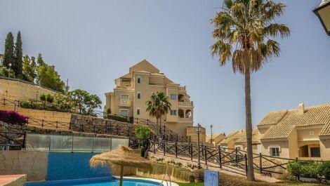 Atico de 2 dormitorios en venta en Elviria – R3705368 en