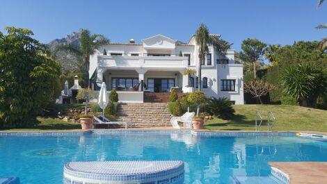7 bedroom Villa for sale in Sierra Blanca – R2807885