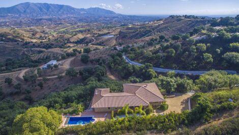 Villa de 3 dormitorios en venta en La Mairena – R2441963 en