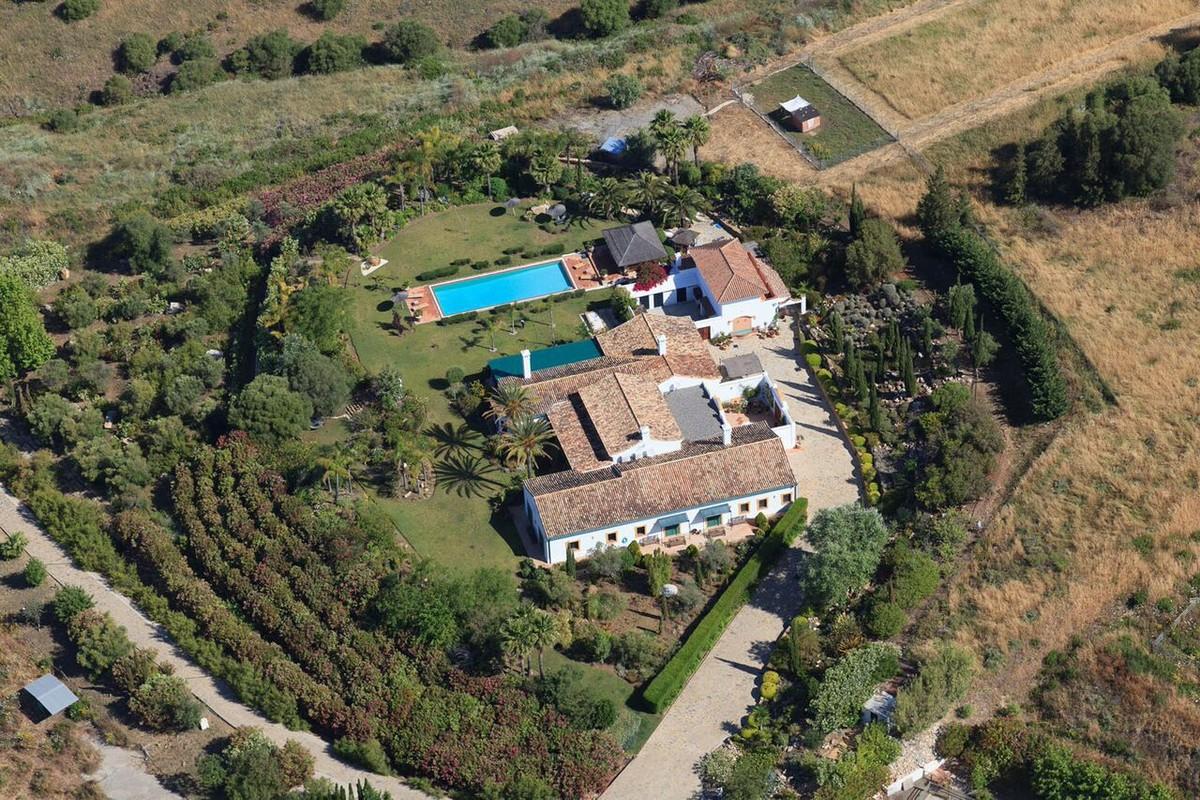 8 bedroom Villa for sale in Sotogrande – R3661928