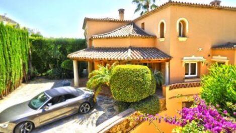 6 bedroom Villa for sale in Elviria – R2769923