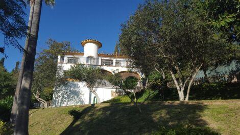 Villa de 3 dormitorios en venta en Mijas Costa – R2574014 en