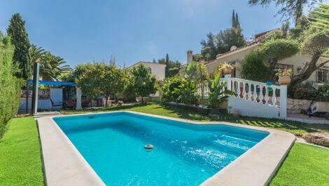 Villa de 4 dormitorios en venta en Mijas Costa – R2565185 en