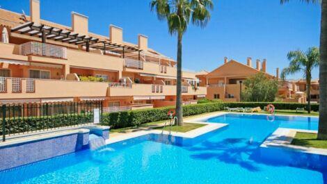 Apartamento de 2 dormitorios en venta en Elviria – R3731122 en