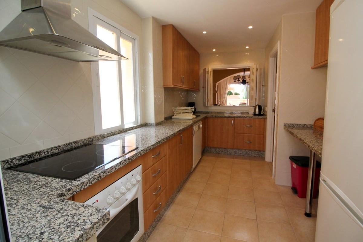 2 bedroom Apartment for sale in Elviria – R3731122
