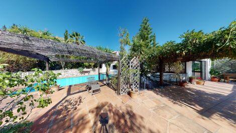 6 bedroom Finca for sale in Mijas – R3722012