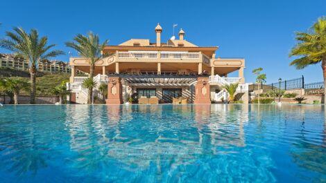 Villa de 7 dormitorios en venta en – R3734719