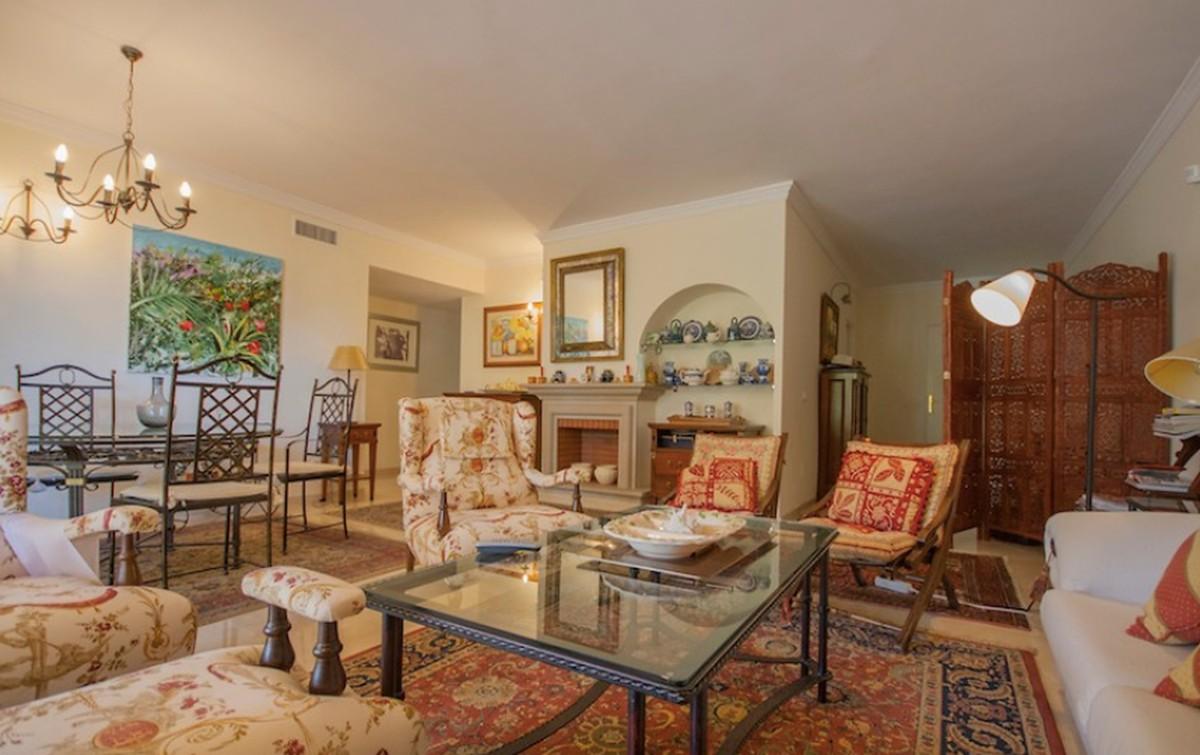 3 bedroom Apartment for sale in Elviria – R3741541