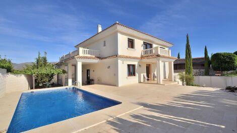 Villa de 4 dormitorios en venta en La Mairena – R3727208 en