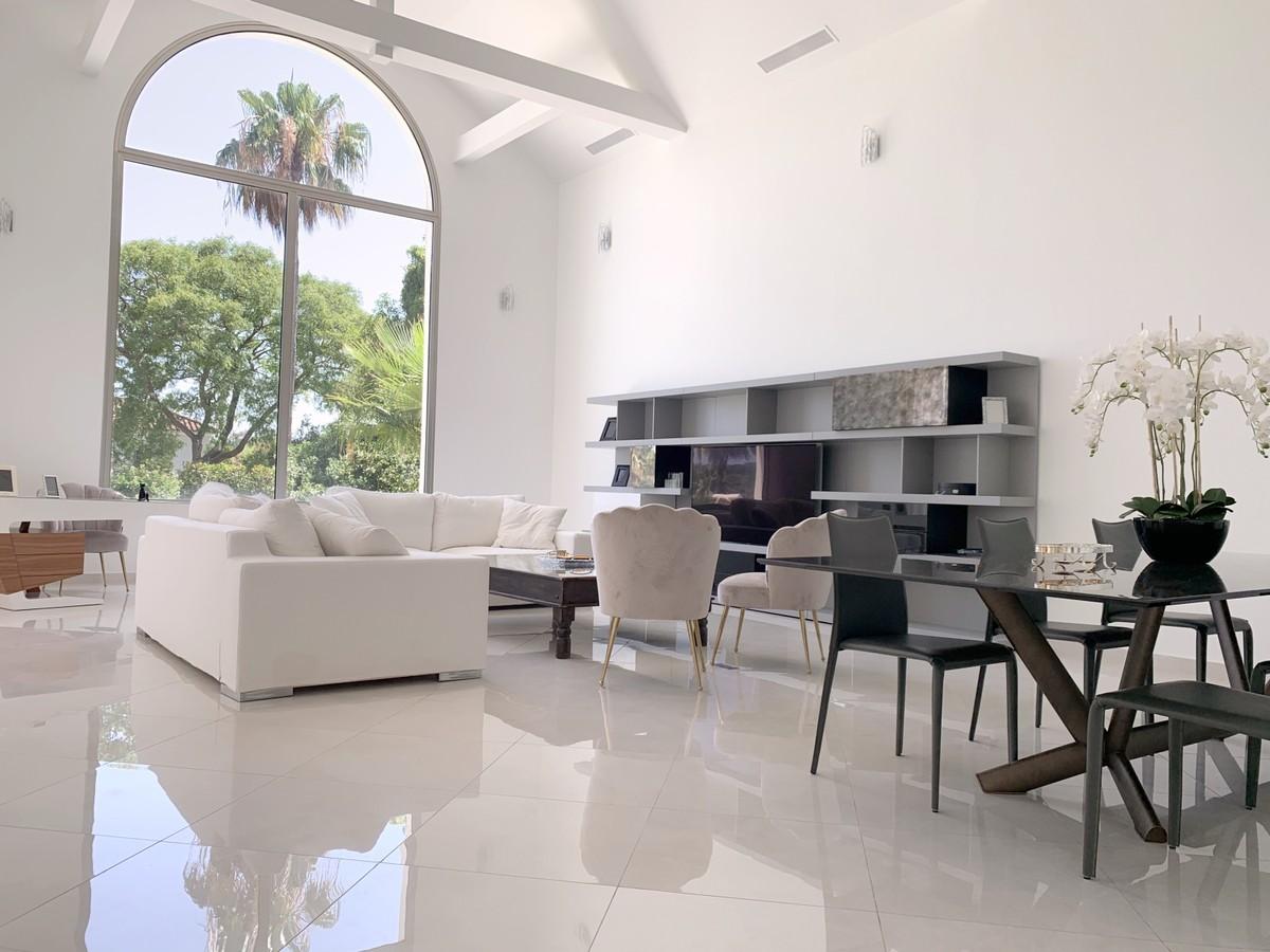 5 bedroom Villa for sale in Sotogrande – R3740212