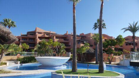 Apartamento de 2 dormitorios en venta en Estepona – R3732157