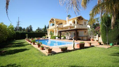 Villa de 5 dormitorios en venta en La Quinta – R3722654