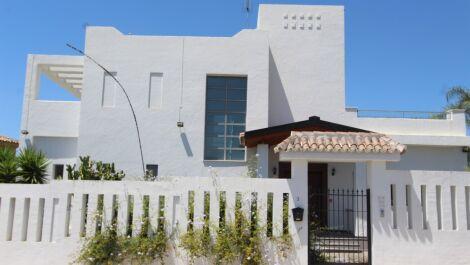 Villa de 6 dormitorios en venta en Milla de Oro – R3667610 en