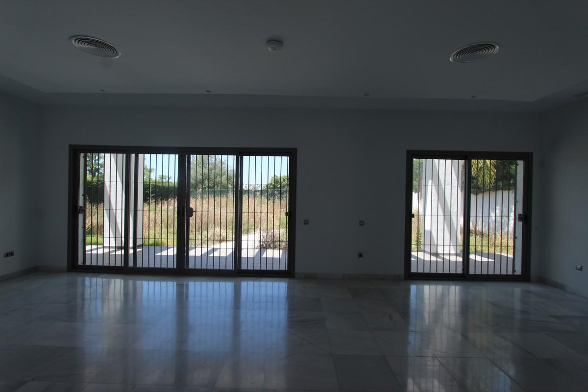 6 bedroom Villa for sale in The Golden Mile – R3667610