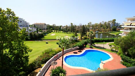Atico de 3 dormitorios en venta en Guadalmina Alta – R3686153 en