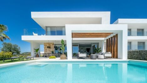 Modern villas in Santa Clara, Marbella East in