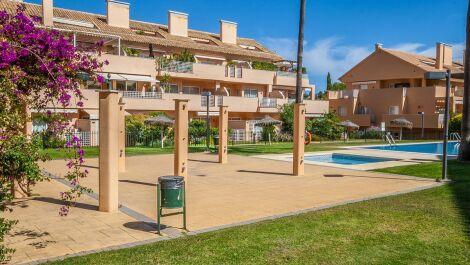 Apartamento de 2 dormitorios en venta en Elviria – R3731170 en