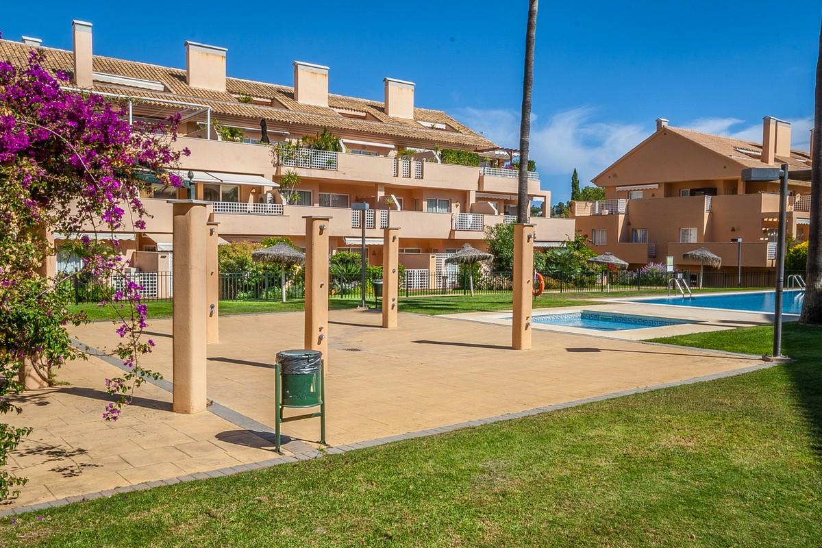 2 bedroom Apartment for sale in Elviria – R3731170