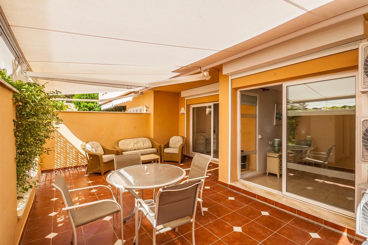 Apartamento de 2 dormitorios en venta en Elviria – R3731170