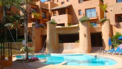 Apartamento de 3 dormitorios en venta en Marbella – R3613352