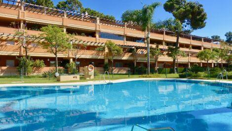 Apartamento de 2 dormitorios en venta en Elviria – R3734731 en