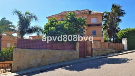 Villa Pareada de 3 dormitorios en venta en Estepona – R2646935