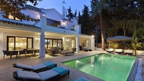 Villa de 4 dormitorios en venta en Milla de Oro – R3674807