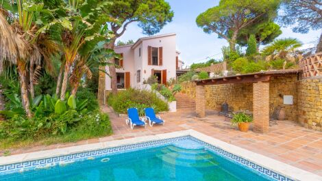 6 bedroom Villa for sale in Elviria – R3739873 in