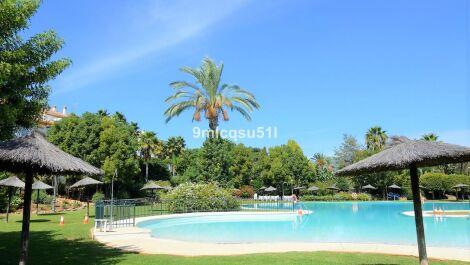 Apartamento de 2 dormitorios en venta en Marbella – R3706121