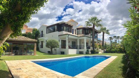 5 bedroom Villa for sale in Sierra Blanca – R3181837