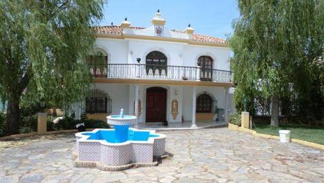 5 bedroom Villa for sale in Estepona – R2175869