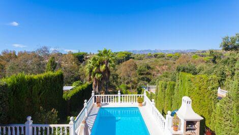 Villa de 3 dormitorios en venta en Elviria – R3036005 en