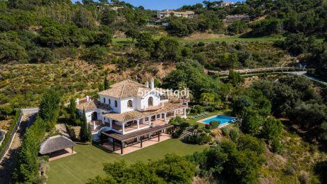 Villa de 5 dormitorios en venta en La Zagaleta – R3209584 en
