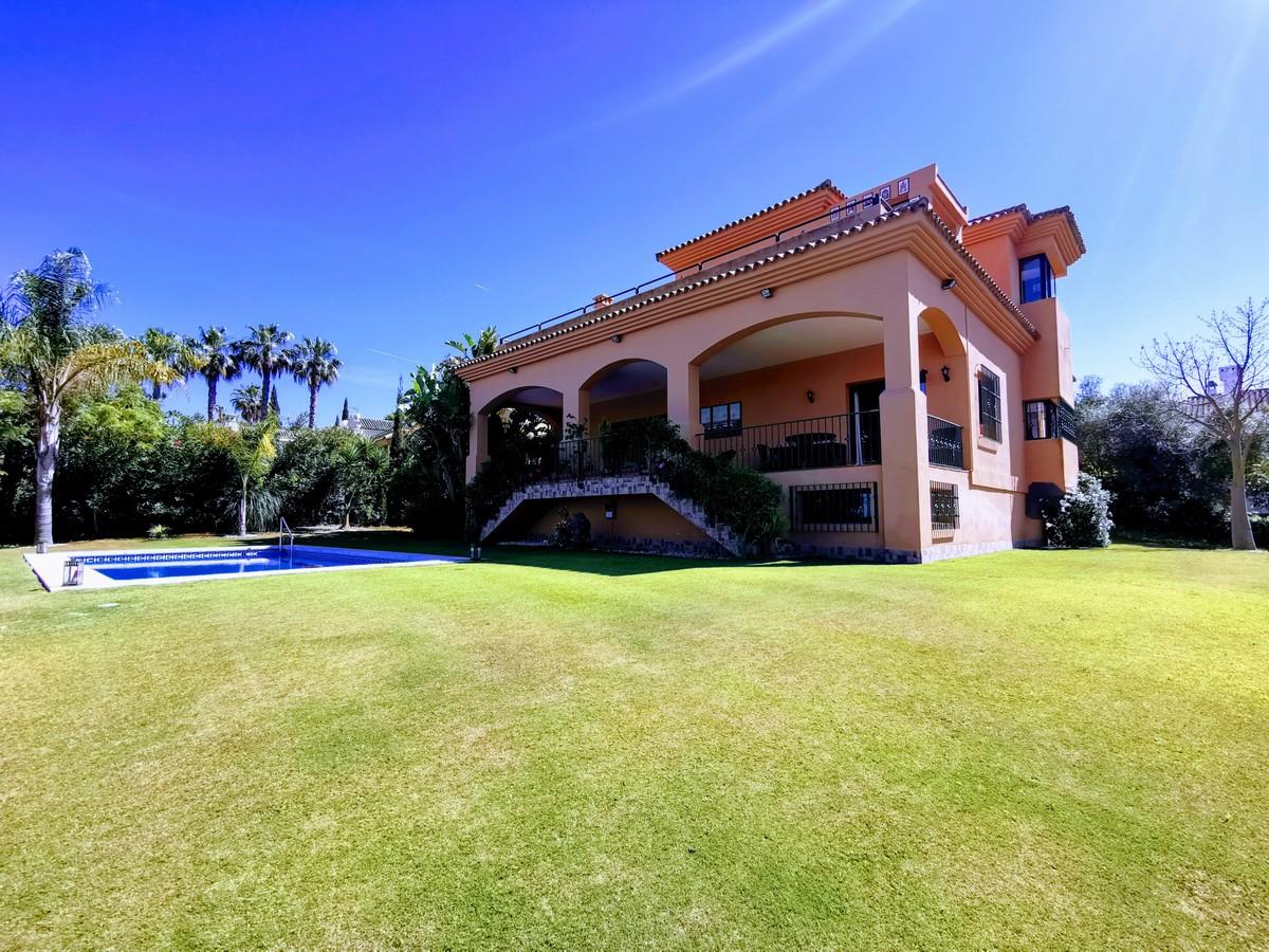 4 bedroom Villa for sale in Sotogrande – R3678473