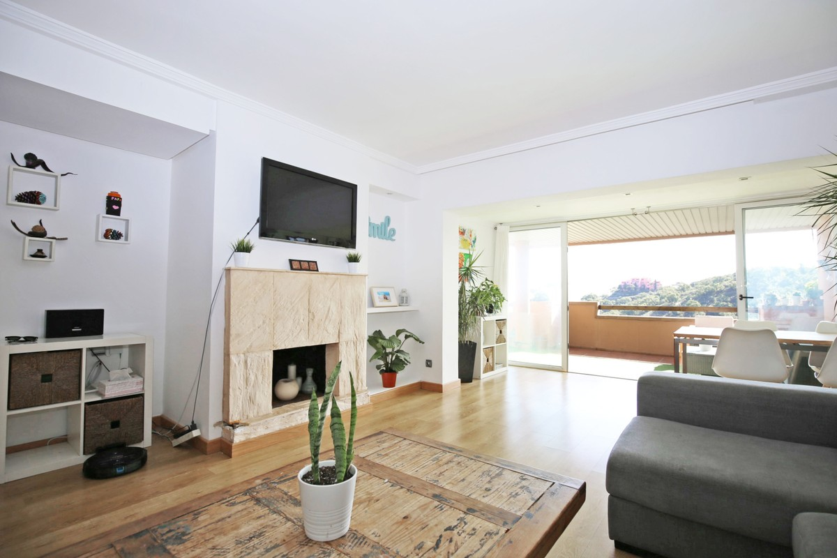 Apartamento de 3 dormitorios en venta en Elviria – R3752437