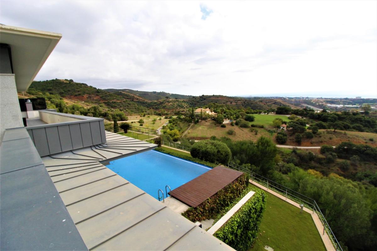 5 bedroom Villa for sale in Altos de los Monteros – R3759391