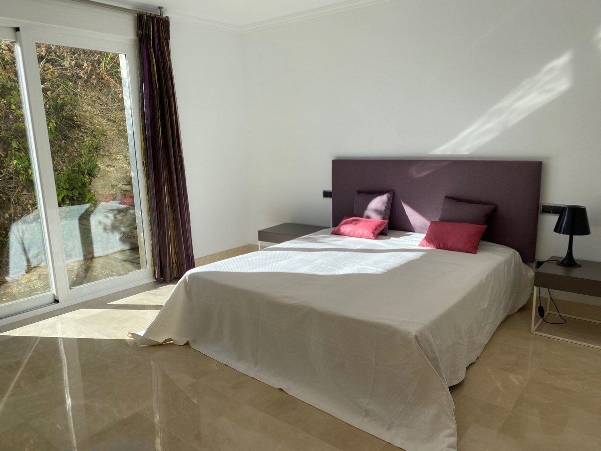6 bedroom Villa for sale in Altos de los Monteros – R2116109