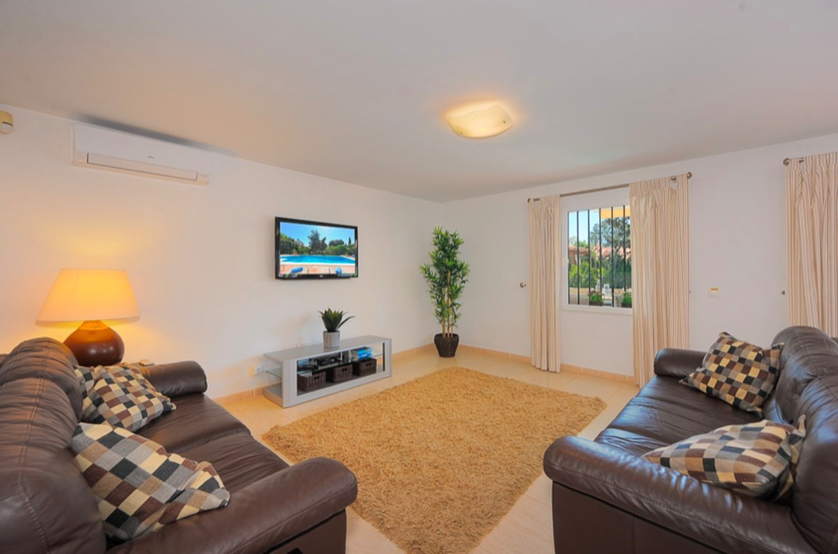 5 bedroom Villa for sale in Carib Playa – R3413770
