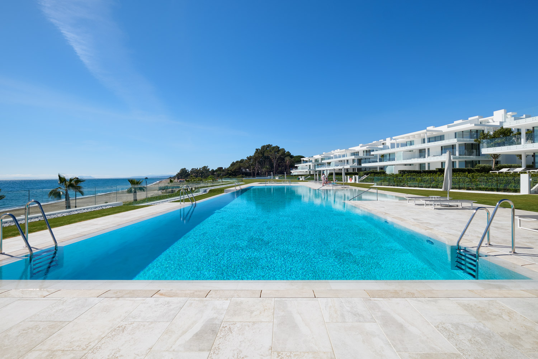 Frontline-beach-apartment-swimming-pool-2