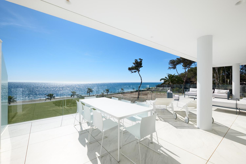 Frontline-beach-apartment-terrace
