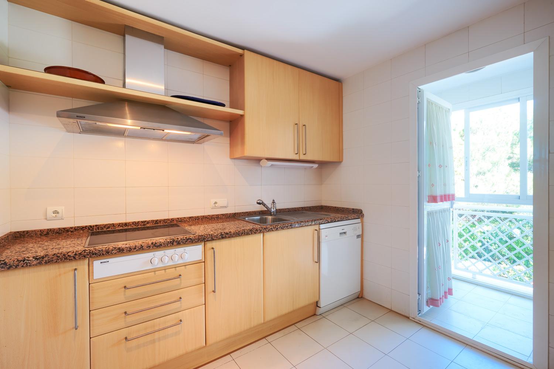Greenlife-estates-frontline-beach-apartment-kitchen