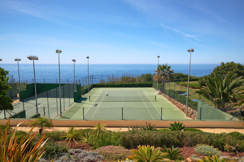 Greenlife-estates-frontline-beach-apartment-tennis