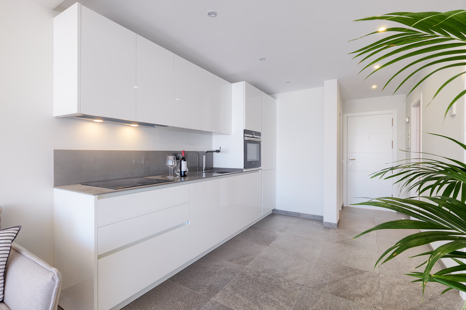 Greenlife-estates-frontline-penthouse-marbella-east-kitchen2