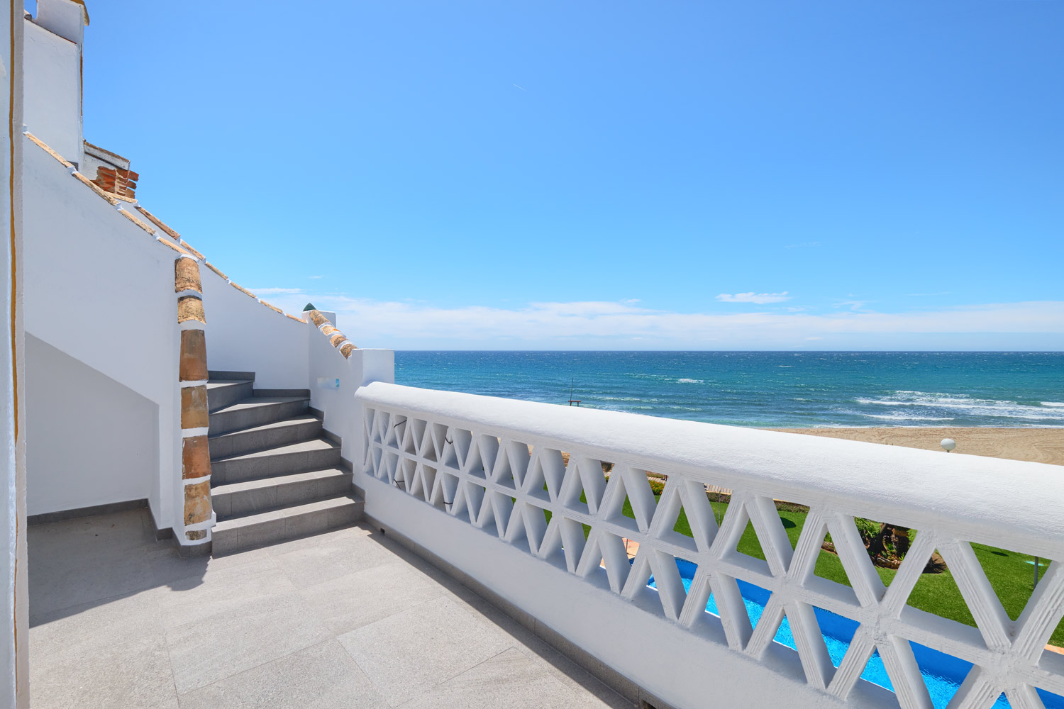 Greenlife-estates-frontline-penthouse-marbella-east-terrace